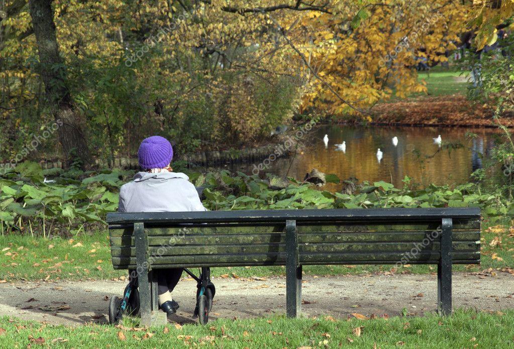 Women sitting in vondelpark in Amsterdam