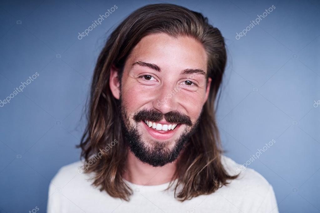 Mann Mit Lange Lose Braune Haare Und Bart Stockfoto