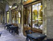 Mimo staré typická italská Trattoria. Barevný obrázek