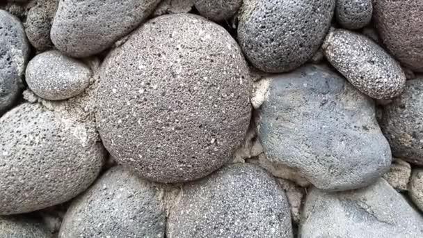 kinematografické záběry detailní záběr na řeku kámen zeď ukazuje drsné přírodní textury