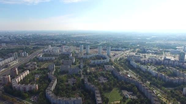 Luftaufnahme über Vororte der Stadt 4k. Minsk, Weißrussland