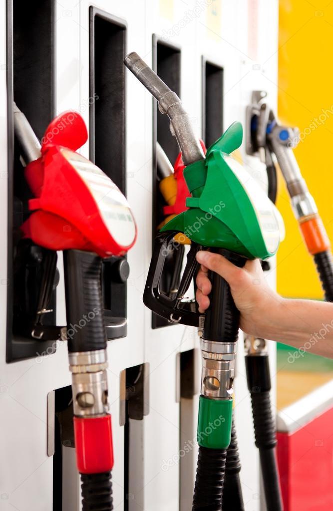 Wiersz Z Pompy Paliwa Na Stacji Benzynowej Zdjęcie
