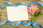 Fényképek Üres kártya virág és a szalag, a fából készült háttér