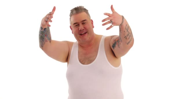 Tetovaný muž představuje