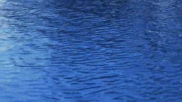 Vodní hladiny bazénu