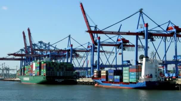 Kontejnerová loď přístav Hamburk