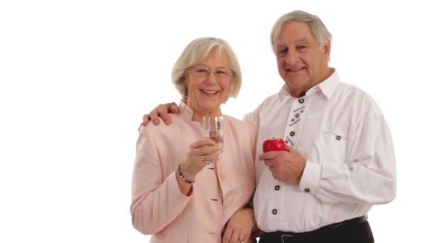 Důchodce s vodou a apple.