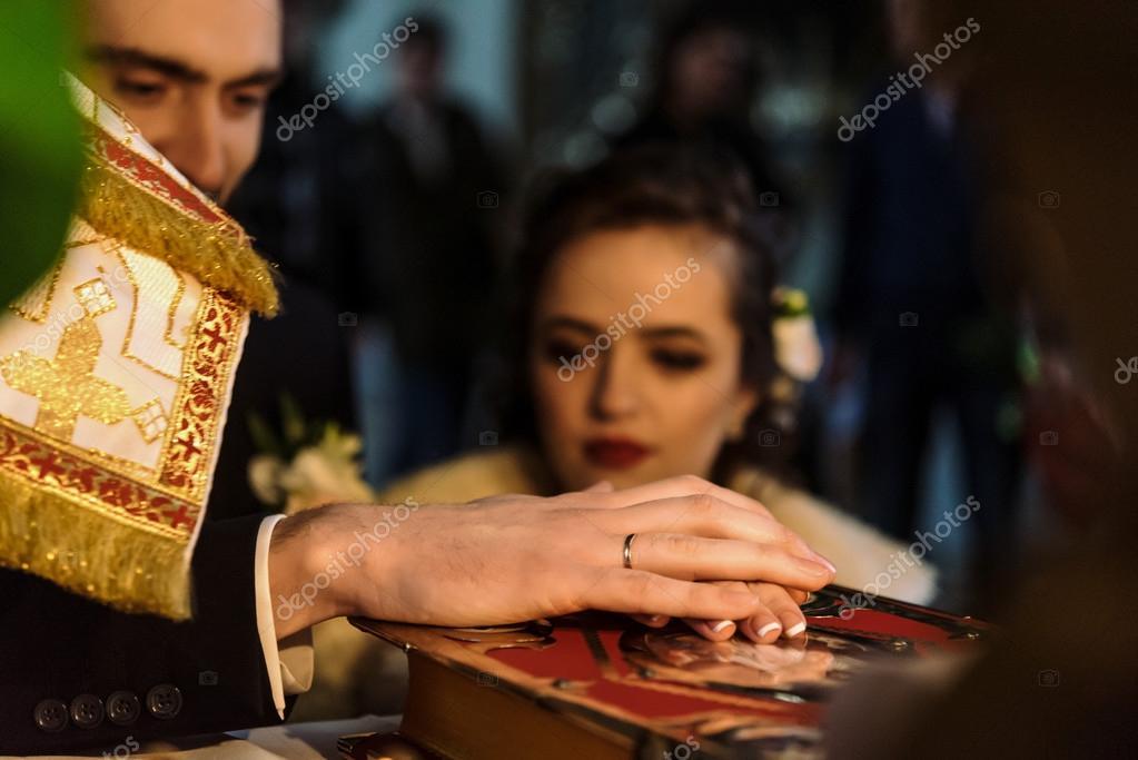 b37745cc0 Madrina de lujo y elegante novio — Fotos de Stock © Sonyachny  107908628