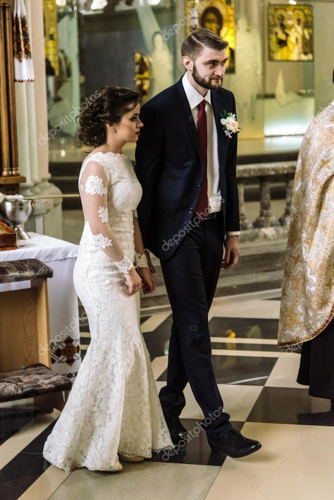 e97fb4c74 Madrina de lujo y elegante novio — Foto de stock © Sonyachny  107908968