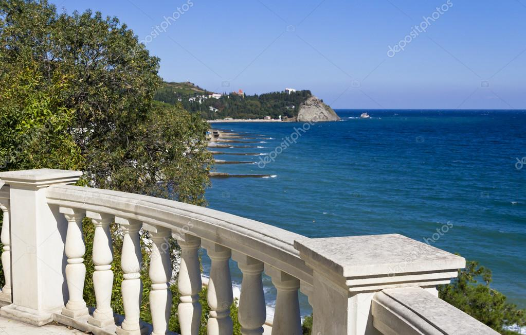 Balustrade with views of the sea and the mountain in the Park Aivazovsky. Paradise Park.