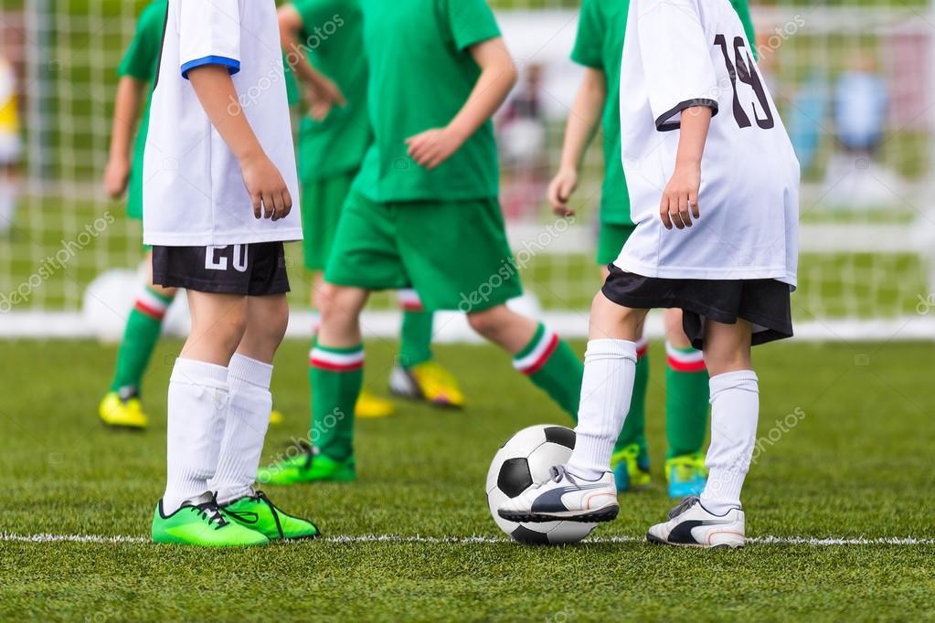 Футбольний матч для дітей. Навчання та футболу футбольного турніру — Фото  від matimix. Знайти схожі зображення 8a86ab29a5feb