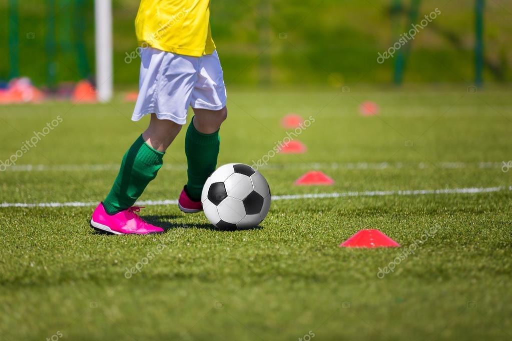 c53c7f1116be4 Sesión de entrenamiento de fútbol soccer para niños - imágenes  para niños  futbol — Foto de matimix — Foto de ...