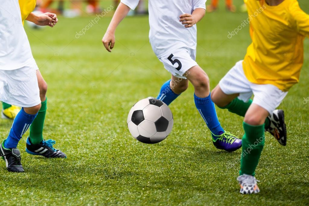 Ninos Jugando Futbol Futbol Juego Fotos De Stock C Matimix 97723932