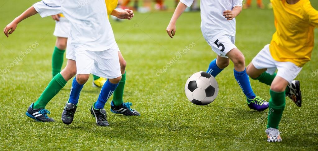 598e6ae2ef192 Fútbol juego de fútbol para niños — Foto de stock © matimix  97723988