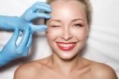 Atraktivní žena v plastické chirurgii