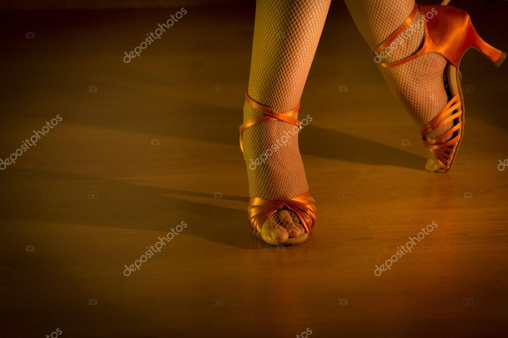 https://st2.depositphotos.com/4324301/7546/i/950/depositphotos_75460835-stock-photo-latin-woman-dancing-feet.jpg