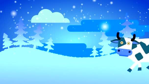 Eine weiße Kuh mit dunklen Flecken und großen Augen geht durch den Schnee vor der Kulisse eines weißen Waldes mit Schnee und einer Wolke. Loopingzeichentrick mit gezeichnetem flachen Charakter.