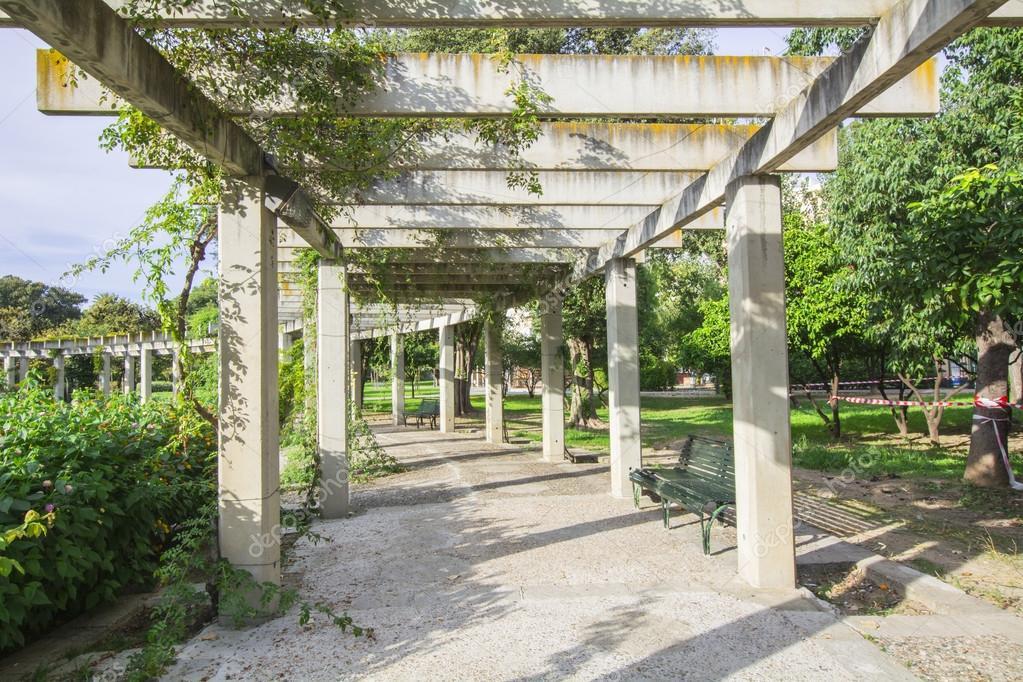 Superb Grande Pergolato Con Piante Rampicanti In Un Parco Per Appendere U2014 Foto Di  Max8xam