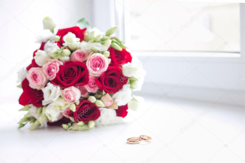 Wedding flower bouquet with rings