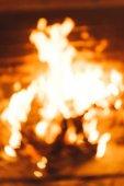 Rozostření pozadí plamen ohně krbu