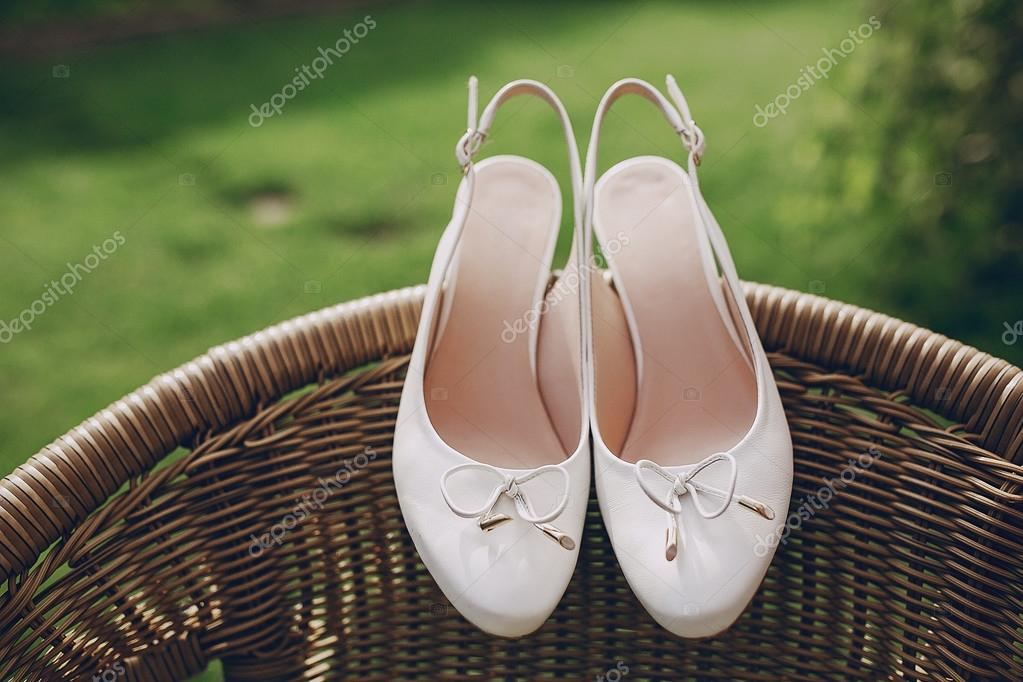 zapatos de la boda al aire libre — fotos de stock © prostooleh