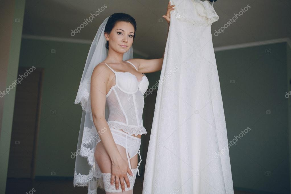 Nackte Braut — Stockfoto © prostooleh #70208949