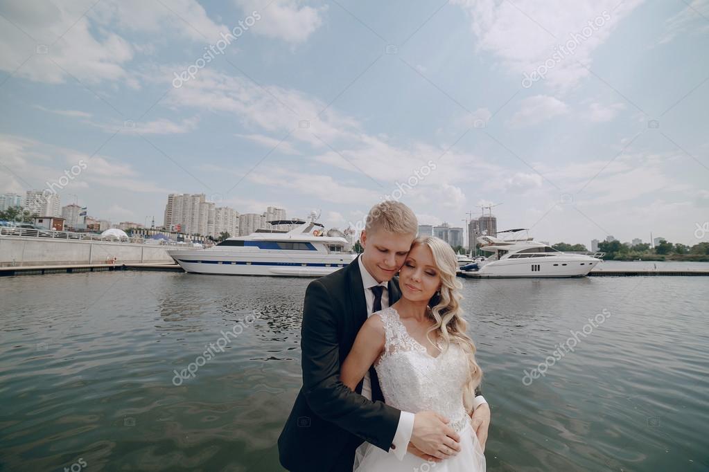 Blondes Paar Hochzeit Stockfoto C Prostooleh 70221319