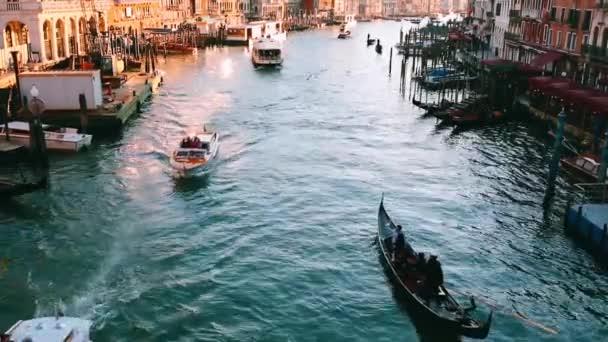 gondola közelében a rialto-hídtól, Velence, Olaszország