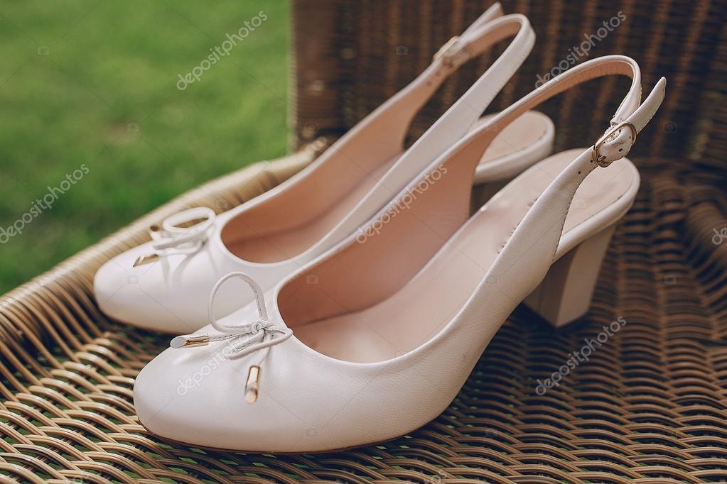 zapatos de la boda al aire libre — fotos de stock © prostooleh #93754800