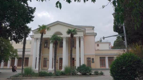 Column building in Greek style