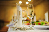 Fotografie Banquet wedding table setting on evening reception