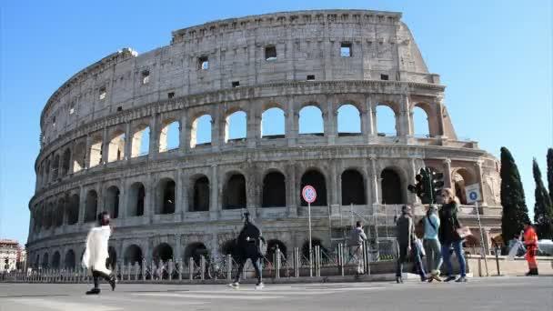 Kolosseum und Touristen - Zeitraffer