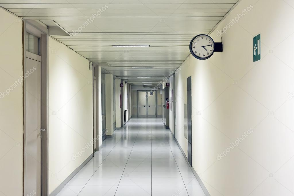 [Capítulo — Summer] Exame Chunnin Depositphotos_104144016-stock-photo-hospital-corridor-with-clock