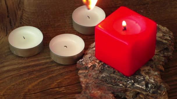 Skupina hořících svíček