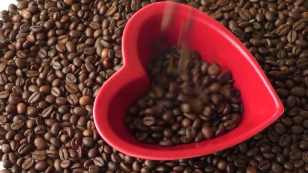 Zrnková káva v červené srdce