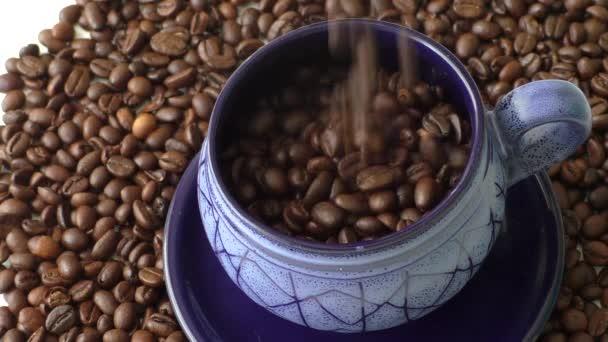Szemes kávé-ben kék poharak