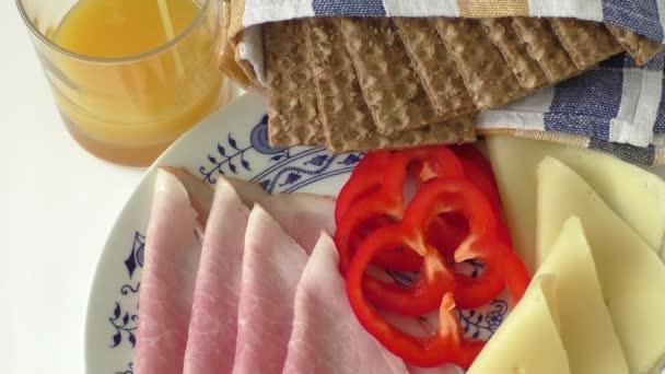 Nagy csoport a hús, sajt, kenyér, gyümölcslé