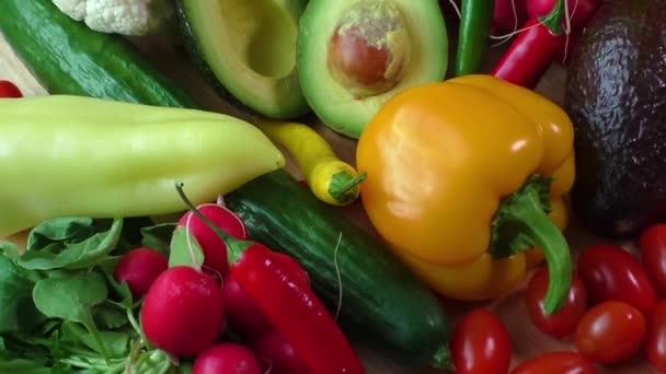 Zátiší s různými čerstvé biozeleniny