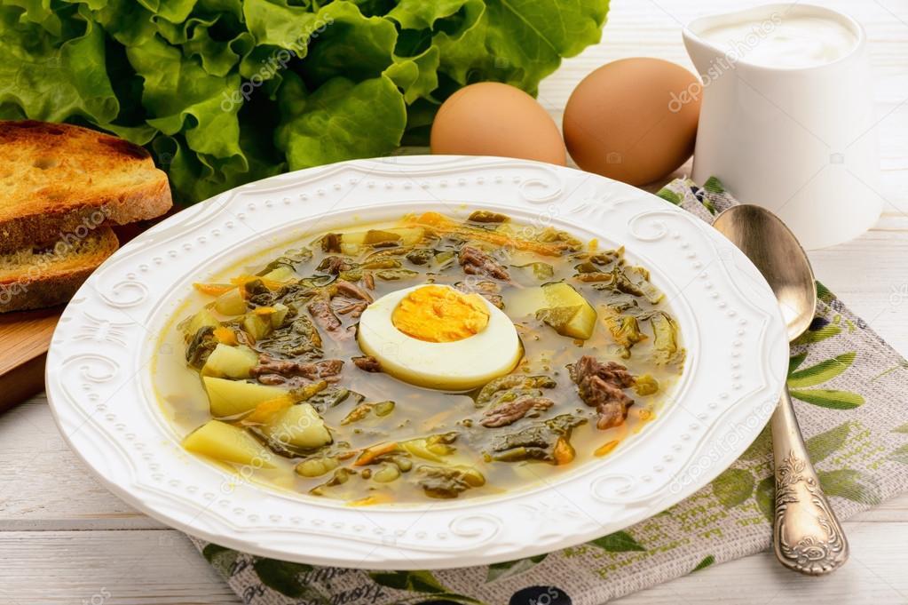 sauerampfer suppe mit gekochtem ei gericht der russischen k che stockfoto iko 107380894. Black Bedroom Furniture Sets. Home Design Ideas
