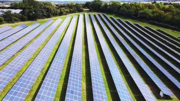 Ökologie Solarkraftwerkskollektoren auf den Feldern