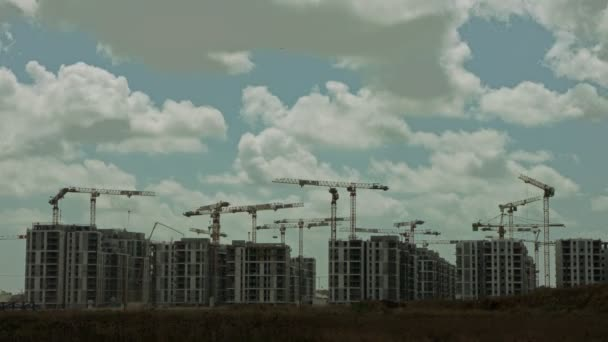 timelapse of a large construction site with many cranes