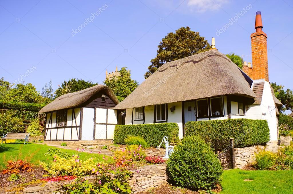 Cottage inglesi tradizionali foto stock 1606578 for Piani architettonici di cottage