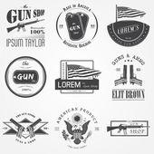 Fotografie US-amerikanische Pistole Geschäft legen. Schusswaffen-Shop. Jagd Gewehr. Detaillierte Elemente. Typografische Etiketten, Aufkleber, Logos und Abzeichen