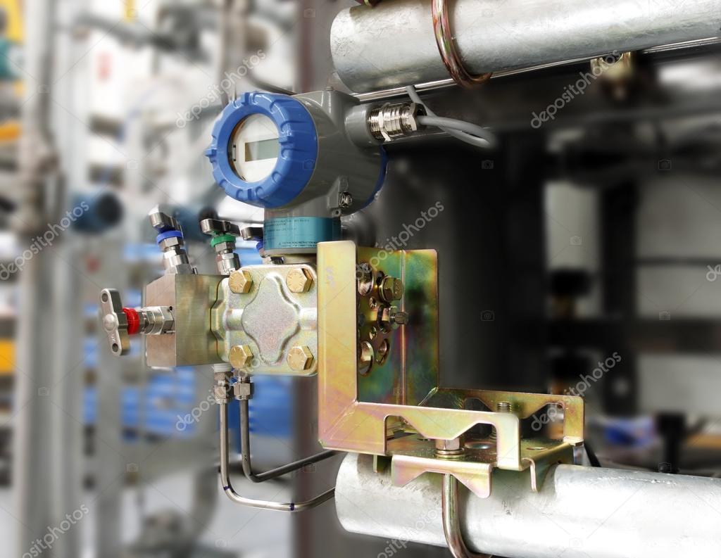 Pressure transmitter installation with 5 way manifold