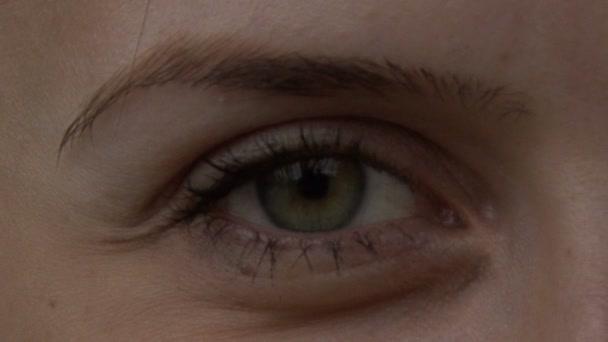 Eyes blinking