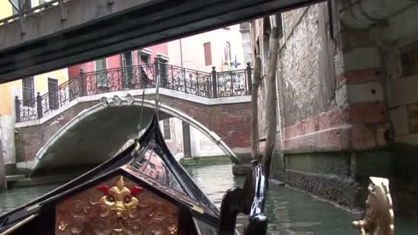 Benátské kanály gondoly mosty