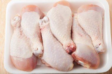 uncooked chicken drumsticks