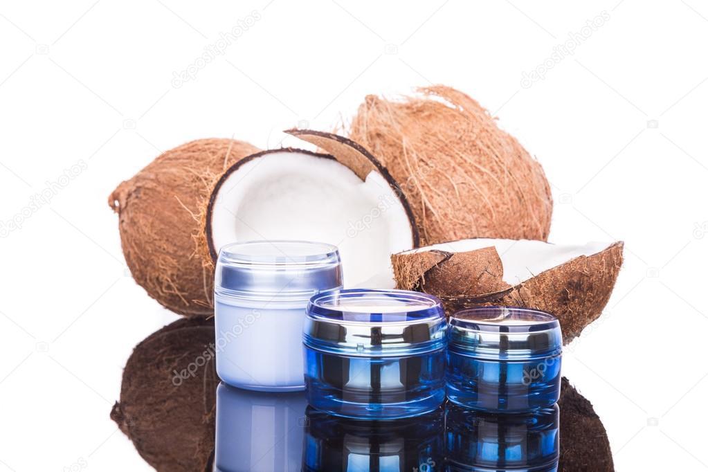 Tinas Que Contienen Aceite De Coco Se Utilizan Como Crema Hidratante