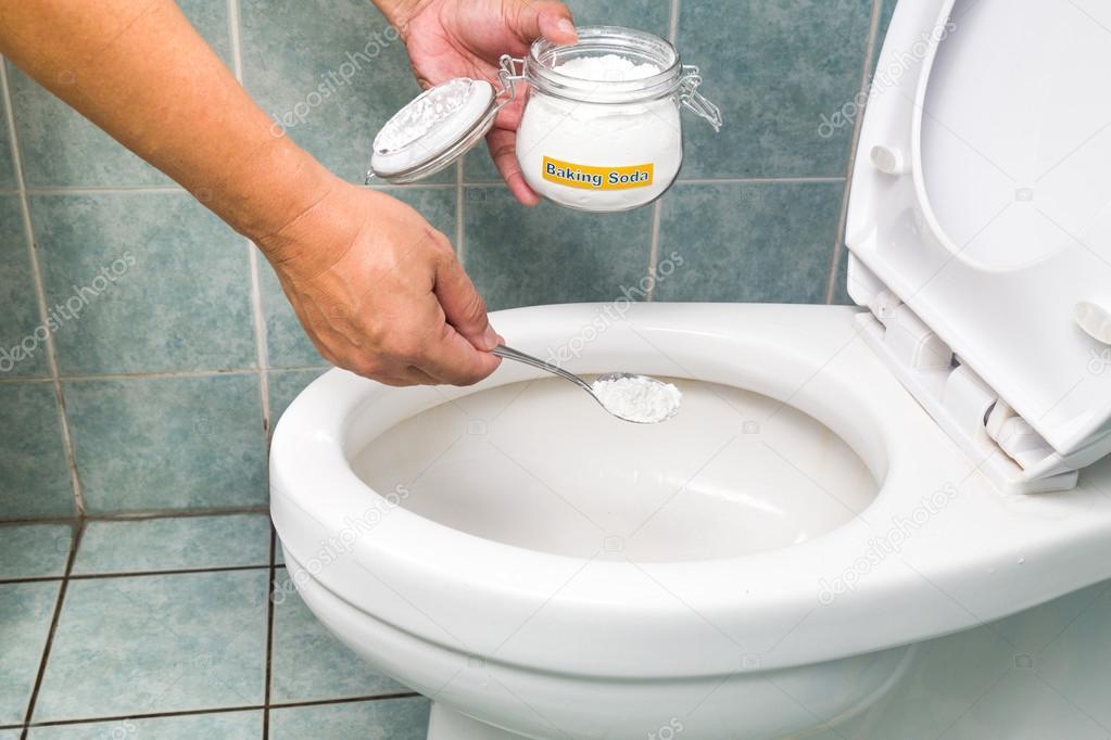 Bicarbonato di sodio usato per pulire e disinfettare bagno e WC ...