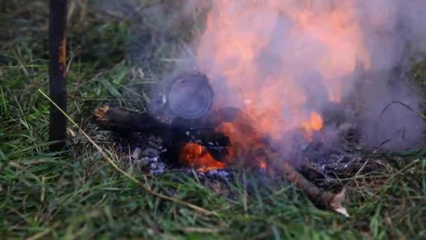 Hořící táborák